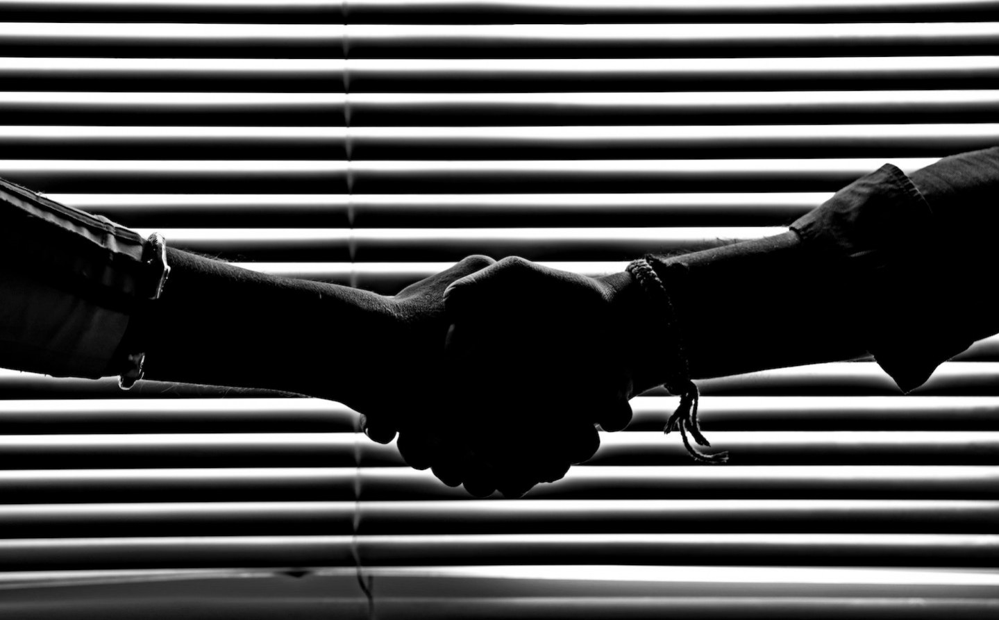 monochrome-photography-of-people-shaking-hands-814544